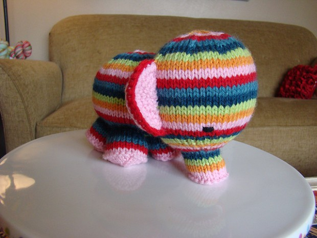 elefante-susan-b-anderson-knitting-challenge-khaki-and-chrome